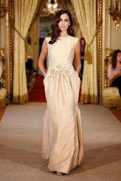 BODAS DE ALTA COSTURA: Rafael Urquizar presenta una colección de vestidos...