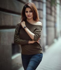 """Life doesn't require that we be the best, only that we try our best. ⌚️ : Use promo code """"EKTA"""" to recieve a… Beautiful Girl Photo, Cute Girl Photo, Beautiful Girl Indian, Girl Photo Poses, Beautiful Indian Actress, Girl Poses, Stylish Girls Photos, Stylish Girl Pic, Photography Poses Women"""