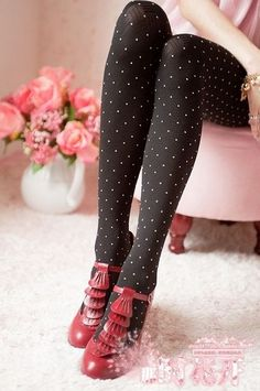 absolutely digging the tights and the brown/pink combo.not crazy about the shoes. Black Opaque Tights, Black Pantyhose, Sock Leggings, Tight Leggings, Polka Dot Tights, Polka Dots, Cute Tights, Fashion Tights, Timeless Fashion