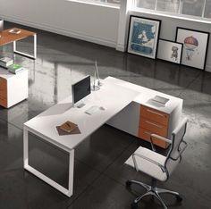 """comp. LF10.A #scrivania per #ufficio #operativo con basamento in #metallo, versione """"ANELLO CHIUSO"""", in appoggio su #mobile di #servizio #bifacciale"""