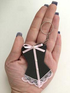 Chaveiro corselet para chá de lingerie