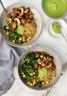 Kale Pesto Mushroom Pistachio Bowls These vegan and gluten-free quinoa bowls are a great healthy weeknight dinner. Filled with balsamic mushrooms kale chickpeas and delicious kale pistachio pesto. Pistachio Pesto, Kale Pesto, Garlic Kale, Pistachio Recipes, Kale Salad, Quinoa Salad, Kale Recipes, Whole Food Recipes, Chickpeas