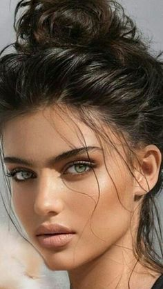 Most Beautiful Eyes, Stunning Eyes, Beautiful Gorgeous, Girl Face, Woman Face, Brunette Beauty, Hair Beauty, Natural Summer Makeup, Beautiful Women Pictures