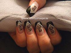 Dragon nail tattoo as fingernail motive - Nail art 207 Dragon Nails, Love Nails, Beauty Make Up, Nail Tech, Cute Hairstyles, Hair And Nails, Class Ring, Nail Designs, Nail Art