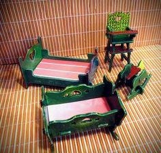 Set de muebles pequeños, decorativos. Lo podés ver en: https://www.facebook.com/157774914244616/photos/a.973691132652986.1073741848.157774914244616/973691405986292/?type=3&theater