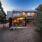 Maison design dans le sable