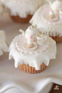 Miniature High Tea Cupcake #cake #teapot