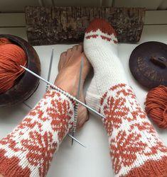 Vottemønster,Sokkemønster ,mønster til pannebånd og mini Selbu 🐑🇳🇴 | FINN.no Knitting Socks, Fingerless Gloves, Arm Warmers, Mittens, Knitting Patterns, Monogram, Instagram, Gifts, Color