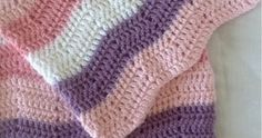 Jeg har fått dilla på å hekle babytepper. Så er det gøy med litt variasjon - disse sikk-sakk stripene syns jeg er fine. Garnet jeg har brukt... Caron One Pound Yarn, Easy Crochet, Crochet Stitches, Ravelry, Knitted Hats, Baby Shoes, Blanket, Knitting, Purple