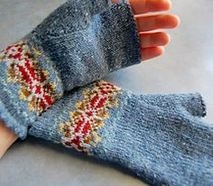 Knitting Patterns Mittens Ravelry: Grey and red fair isle mitts Knitting Charts, Hand Knitting, Knitting Patterns, Knit Mittens, Knitted Gloves, Knitting Designs, Knitting Projects, Fair Isles, Fingerless Mitts