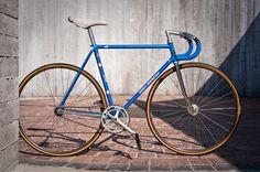 Eddy Merckx SLX Pista on velospace, the place for bikes Single Speed Road Bike, Speed Bike, Fixed Gear Bicycle, Bike Run, Track Bicycle, Velo Vintage, Vintage Bikes, Bike Craft, Urban Bike