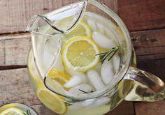 The best lemonade ever! Hand-squeezed lemon and rosemary Good Lemonade Recipe, Flavored Lemonade, Homemade Lemonade Recipes, Best Lemonade, Vodka Lemonade, Lemonade Cocktail, Rosemary Lemonade, Rosemary Water, Summer Cocktails