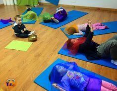 Clases y talleres de yoga, relajación e inteligencia emocional para niños, jóvenes, adultos y familias en la ciudad de Vigo. Yoga For All, Yoga For Kids, 4 Kids, Art For Kids, Teachers Room, Pe Lessons, Mindfulness For Kids, Preschool Literacy, Gross Motor Skills