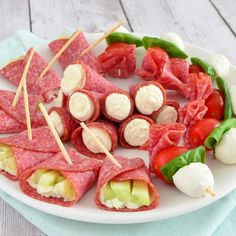 Three delicious and quick salami party bites! Finger Food Appetizers, Finger Foods, Appetizer Recipes, A Food, Good Food, Food And Drink, Yummy Food, Healthy Snacks, Healthy Recipes
