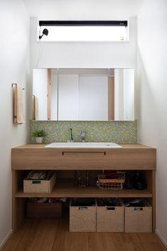 猫と暮らすナチュラルコートハウス|施工実績|愛知・名古屋の注文住宅はクラシスホーム Muji Furniture, Kitchen Furniture, Furniture Design, Ideal Bathrooms, Tv Cabinets, Modern Chandelier, Washroom, Double Vanity, House Plans