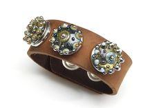 Leather bracelet with handmade clicks
