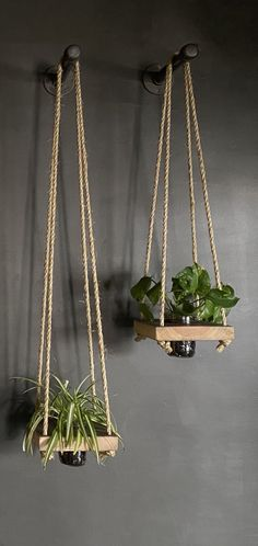 Bring a little bit of green into smaller spaces with this rustic hanging planter made with wood and a glass mason jar. It is ideal for growing your favorite plants or herbs in your home, and it is made with twine and reclaimed wood Wood Planters, Hanging Planters, Succulent Planters, Planter Boxes, House Plants Decor, Plant Decor, Diy Bedroom Decor, Diy Home Decor, Living Room Decor