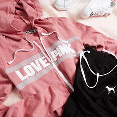 We're rockin' beach fleece all summer long. Victoria Secret Outfits, Victoria Secrets, Pink Love, Vs Pink, Pink Outfits, Cool Outfits, Pink Wardrobe, Sweatpants Outfit, Pink Nation