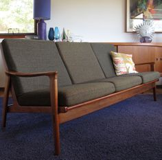 Restored three seater lounge but this still has the original foam and fabric. Love the slight taper on the back cushions Outdoor Sofa, Outdoor Furniture, Outdoor Decor, Mid Century Modern Furniture, Interior Design Living Room, Mid-century Modern, Lounge, Cushions, Couch