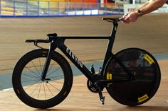 This bike looks like it's going to wait until I fall asleep and then break into my house and eat my soul. (Denis Menchov's TT bike) Canyon Speedmax, Canyon Bike, Road Bikes, Cycling Bikes, Power Bike, Trial Bike, Bike Frame, Bicycle Design, Vintage Bicycles