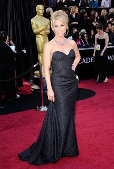 Cheryl Hines arrives at the 83rd Annual Academy Awards held at the Kodak Theatre on February 27, 2011 in Hollywood, California.