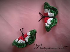 "Maryanna kézműves alkotások: Horgolt pillangó ""kokárda"" Chrochet, Red And White, Crochet Earrings, Applique, Christmas Ornaments, Sewing, Knitting, Holiday Decor, Crafts"