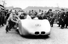 Profile of the Mercedes-Benz W125 Streamliner that set (in 1938!) the current world speed record on a public road of 268.9 mph.