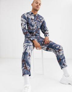 Buy ASOS DESIGN relaxed jumpsuit with utility styling in floral print at ASOS. With free delivery and return options (Ts&Cs apply), online shopping has never been so easy. Get the latest trends with ASOS now. Skinny Suits, Cable Cardigan, Fleece Pants, Party Shirts, Black Shorts, Super Skinny, Latest Trends, Asos, Floral Prints