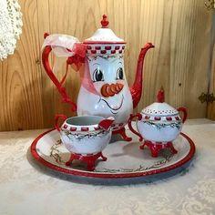 Alice In Wonderland Teapot, Christmas Decorations, Christmas Ornaments, Tole Painting, Cake Plates, Tea Pots, Mugs, Tableware, Painted Snowman