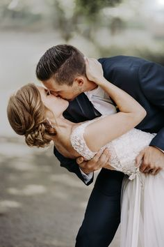 Wedding Photography Poses Romantic Warm Tones Looks like Film Midwest Photos Posing