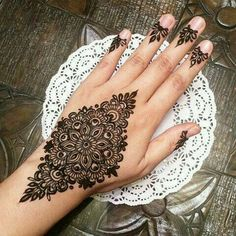 Mehndi is an important part of every Muslim woman's eid look adding to the beauty and grace of hands and feet. If you havent yet finalized your eid mehndi design then I bring to you some of the latest henna patterns to try out this year for bakra eid. Henna Art Designs, Stylish Mehndi Designs, Mehndi Design Photos, Mehndi Designs For Fingers, Beautiful Mehndi Design, Arabic Mehndi Designs, Latest Mehndi Designs, Bridal Mehndi Designs, Henna Tattoo Designs Arm