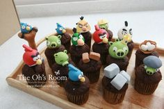 oh Room's cup cakes. the pigs ones Angry Birds Cupcakes, Cookie Pie, 4th Birthday, Cake Toppers, Goodies, Candy, Cup Cakes, Pigs, Desserts