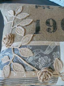 Crochet flowers on burlap pillow Burlap Projects, Burlap Crafts, Fabric Crafts, Crochet Projects, Sewing Crafts, Sewing Projects, Burlap Pillows, Sewing Pillows, Custom Pillows