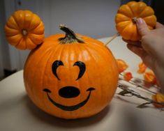 Teacher Halloween Costumes, Mickey Halloween, Halloween Door, Halloween Birthday, Halloween Pumpkins, Halloween Crafts, Halloween Decorations, Happy Halloween, Pumpkin Halloween Costume