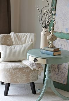 Vintage drum pedestal table chalk painted in Annie Sloan Old White and Duck Egg blue. https://www.facebook.com/perfectlyimperfecthome/