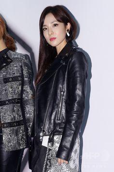 韓国・ソウル(Seoul)のクラブ・オクタゴン(OCTAGON)で行われた、ファッションブランド「NONAGON(ノナゴン)」発売記念イベントに臨む、ガールズグループ「2NE1」のメンバー(2014年9月11日撮影)。(c)STARNEWS ▼18Sep2014AFP|PSYやチェ・ジウ、「NONAGON」の発売記念イベントに出席 http://www.afpbb.com/articles/-/3026119