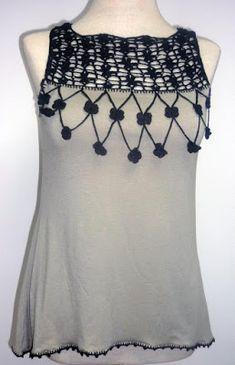 Blusa elaborada en modal gris y tejido a crochet en hilo color negro, Talla M