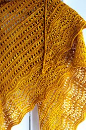Ravelry: Florin Triangle pattern by Leila Raabe (Fingering weight)