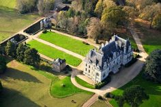 The castle, built during the century and reflecting the Britain architecure, offers more than Villas, Yurt Camping, France, Home Ownership, Architecture, Golf Courses, Castle, Real Estate, World