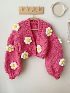 Knit Fashion, Look Fashion, Fashion Outfits, Chunky Knit Cardigan, Crochet Cardigan, Crochet Clothes, Diy Clothes, Cute Crochet, Knit Crochet