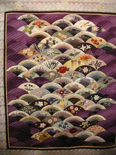 """""""Wonderful Small Flowers of Japan"""" by Fumiko Miura, 2014 Tokyo International Great Quilt Festival Japanese Quilt Patterns, Japanese Patchwork, Applique Quilts, Patchwork Quilting, Quilting Projects, Quilting Designs, Clamshell Quilt, Asian Quilts, Asian Fabric"""