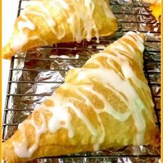 Peach Turnovers (EASY with puff pastry) / The Grateful Girl Cooks! Apple Turnover Recipe, Turnover Recipes, Orange Slice Cake, Orange Slices, Peach Turnovers, Peach Pie Filling, Snack Recipes, Dessert Recipes, Puff Pastry Sheets