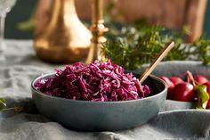 Langtidsstekt ribbe med garantert sprø svor | Coop Mega Norwegian Food, Norwegian Recipes, Food And Drink, Potatoes, Fruit, Christmas, Ribe, Xmas, Potato