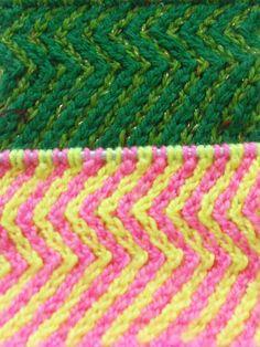 Узор спицами из наклонных петель часть 1 (Two color pattern of spokes in...