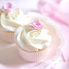 When simplicity is prettiest little ditsy rose cupcakes Rosette Cupcakes, White Cupcakes, Fun Cupcakes, Wedding Cupcakes, Cupcake Cookies, Pretty Cakes, Cute Cakes, Frosting Tips, Buttercream Icing