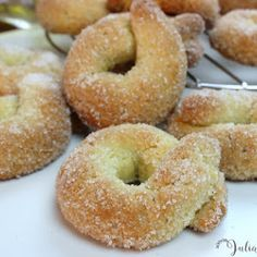 JULIA Y SUS RECETAS: GLORIAS DE NAVIDAD Bakery Recipes, Donut Recipes, Gourmet Recipes, Dessert Recipes, Beignets, Baking Power, Xmas Food, Brownie Cookies, Sin Gluten