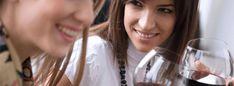 Le meilleur contact avec le millésime est sans nul doute le contact avec les vignerons : Ils goûtent le vin sur la cuve, avant et après assemblages pour s'imprégner du millésime et des nouveaux savoir-faire. Le 4 juillet, venez au «Village du Vin» découvrir le savoir-faire de nos vignerons partenaires. L'article Le 4 juillet l'EHG accueille le Village du Vin est apparu en premier sur Ecole Hôtelière de Genève. Restaurants, Independence Day, Cookout Restaurant, Fine Dining, Restaurant