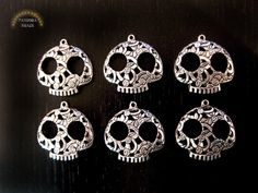 Skull Charms Pendants in antique silver. Day of by pandorashack, $10.99