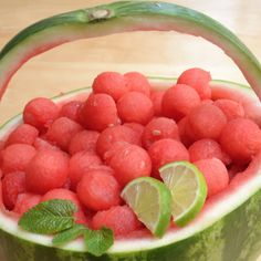 Learn how to make a watermelon basket in minutes using a few simple hacks. Water… Learn how to make a watermelon basket in minutes using a few simple hacks. Watermelon baskets are a stunning way to display fresh fruit for a party. Food Crafts, Diy Food, Fruit Recipes, Cooking Recipes, Snacks Recipes, Watermelon Basket, Watermelon Hacks, Cutting A Watermelon, Watermelon Carving Easy
