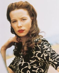 Retro Hairstyles Pearl Harbor Kate Beckinsale Photo Or Poster - Retro Hairstyles, Wedding Hairstyles, 1940s Hairstyles For Long Hair, Long Haircuts, Modern Haircuts, Pearl Harbor Movie, Old Fashioned Hairstyles, Estilo Pin Up, Mode Vintage